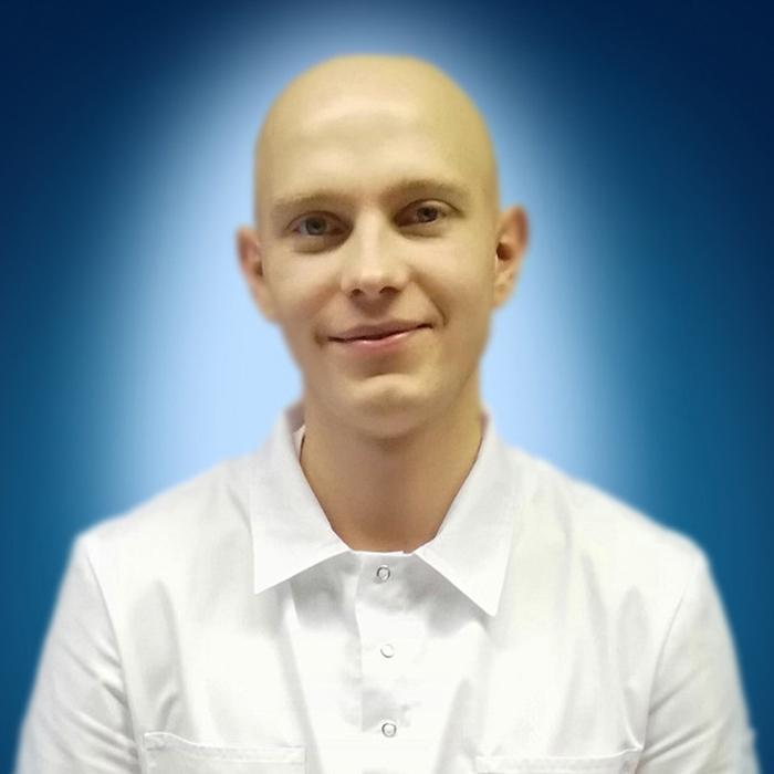 Конаков Денис Викторович-700x700